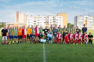 Hráči Opavy a Slavie s malým Honzíkem